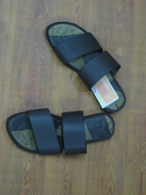 Conserve India seatbelt slipons - showing gold mesh handmade recycled plastic inlay